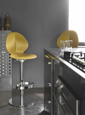 Basil stool by Calligaris