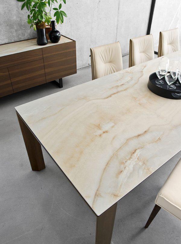 Table Omnia ceramique fini marbre par Calligaris