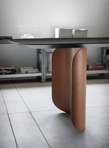 Barry table by Miniforms