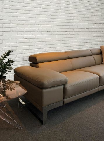 Domus sectional by Nicoletti Calia