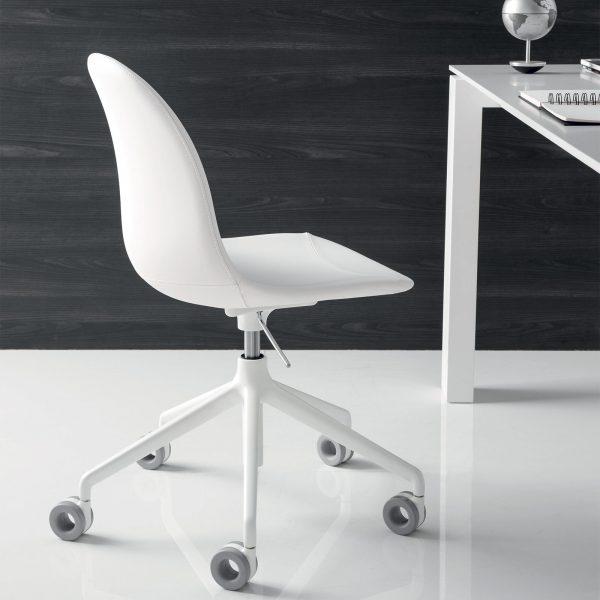 Chaise Academy à roulettes par Connubia - Mariette Clermont
